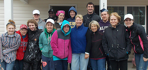 Homelife I Committee provides lunch to Habitat volunteers.